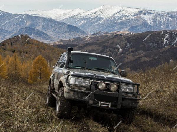 Силовые расширители арок Toyota Land Cruiser 80 спереди - вылет 80 мм